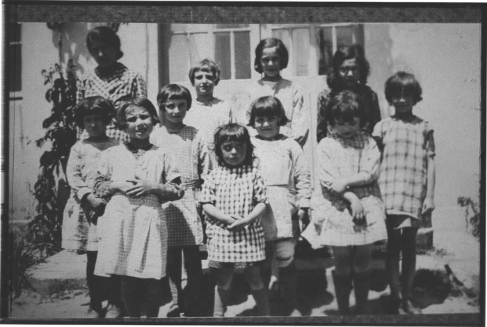 Premières élèves de l'école des filles de Châteauneuf-de-Galaure, en 1934