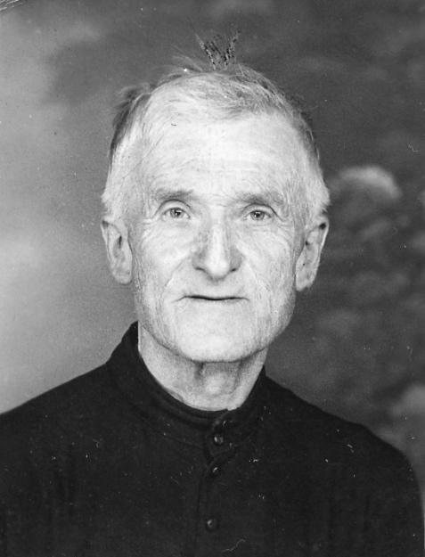 Père Georges Faure, curé de la paroisse de Châteauneuf-de-Galaure