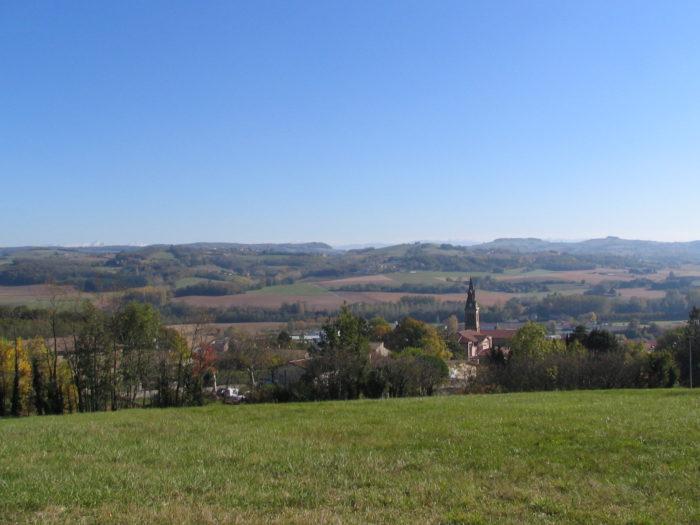 vue de la ferme Robin vers le village de Châteauneuf en contrebas