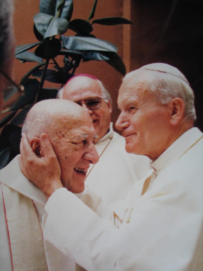 Le père Georges Finet et le pape Jean-Paul II